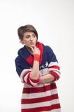 Mujer joven en un jersey rayado Fotos de archivo libres de regalías