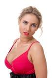 Mujer joven en una alineada roja Imagenes de archivo