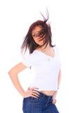 Mujer joven en vaqueros y camiseta Fotos de archivo