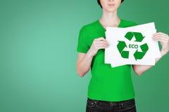 Mujer joven en verde y eco Fotografía de archivo libre de regalías