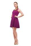 Mujer joven en vestido y tacones altos púrpuras Fotografía de archivo libre de regalías