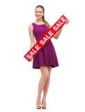 Mujer joven en vestido y tacones altos púrpuras Imagenes de archivo