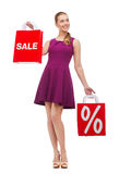 Mujer joven en vestido y tacones altos púrpuras Fotos de archivo libres de regalías