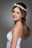Mujer joven encantadora en la alineada blanca Imagen de archivo libre de regalías