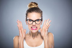 Mujer joven enojada imagen de archivo