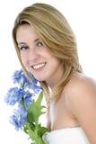 Mujer joven envuelta en la toalla blanca Imágenes de archivo libres de regalías