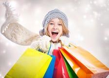 Mujer joven feliz con el bolso de compras Fotografía de archivo libre de regalías