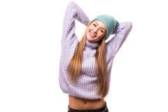 Mujer joven feliz con el casquillo en la cabeza Fotos de archivo