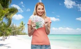 Mujer joven feliz con el dinero euro del efectivo Imágenes de archivo libres de regalías