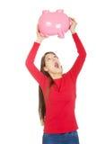 Mujer joven feliz con el piggybank Imágenes de archivo libres de regalías