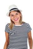 Mujer joven feliz con la camisa rayada y el sombrero Fotos de archivo libres de regalías