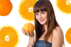 Mujer joven feliz con la naranja Imagen de archivo