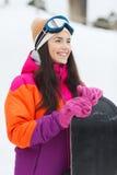 Mujer joven feliz con la snowboard al aire libre Foto de archivo libre de regalías