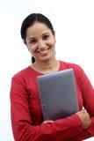Mujer joven feliz con la tableta Fotos de archivo libres de regalías