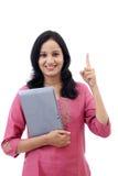 Mujer joven feliz con la tableta Foto de archivo