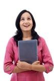 Mujer joven feliz con la tableta Fotografía de archivo