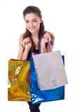 Mujer joven feliz con los bolsos de compras. Imagen de archivo