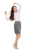 Mujer joven feliz con los brazos aumentados Fotografía de archivo