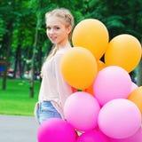 Mujer joven feliz con los globos Imagenes de archivo