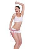 Mujer joven feliz con su medida de la cintura Imagen de archivo