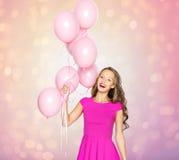 Mujer joven feliz o muchacha adolescente con los globos Fotografía de archivo libre de regalías