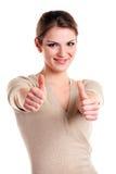 Mujer joven feliz que muestra el pulgar encima de la muestra Fotografía de archivo libre de regalías