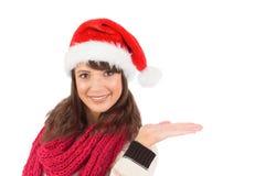 Mujer joven festiva que presenta con la mano Fotografía de archivo