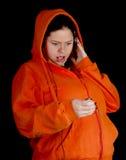 Mujer joven gorda en auriculares Imágenes de archivo libres de regalías