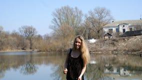 Mujer joven hermosa al aire libre Imágenes de archivo libres de regalías