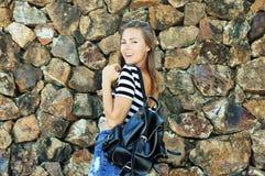 Mujer joven hermosa con el bolso Imagenes de archivo