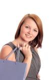 Mujer joven hermosa con el bolso de compras de la lila Foto de archivo