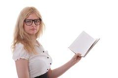 Mujer joven hermosa con el fondo del blanco de los libros Fotos de archivo