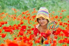 Mujer joven hermosa con el lollipop Imágenes de archivo libres de regalías