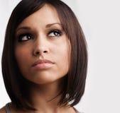 Mujer joven hermosa con el pelo con estilo Imágenes de archivo libres de regalías