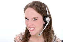 Mujer joven hermosa con el receptor de cabeza sobre blanco Fotografía de archivo
