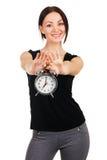 Mujer joven hermosa con el reloj de alarma de la vendimia Imágenes de archivo libres de regalías