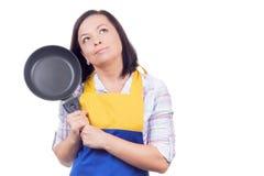 Mujer joven hermosa con freír a Pan Thinking What para preparar f Fotos de archivo