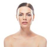 Mujer joven hermosa con la cara sana y la piel limpia imagen de archivo