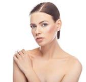 Mujer joven hermosa con la cara sana y la piel limpia fotos de archivo