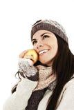 Mujer joven hermosa con la manzana. Estilo del invierno Imágenes de archivo libres de regalías
