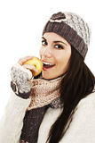 Mujer joven hermosa con la manzana. Estilo del invierno Fotografía de archivo