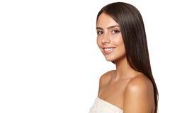 Mujer joven hermosa con la piel limpia fresca Fotos de archivo