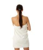 Mujer joven hermosa con la toalla Fotos de archivo