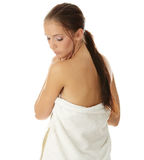 Mujer joven hermosa con la toalla Foto de archivo libre de regalías