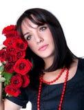 Mujer joven hermosa con las rosas rojas Fotos de archivo libres de regalías