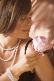Mujer joven hermosa con maquillaje natural Foto de archivo libre de regalías