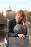 Mujer joven hermosa de la ciudad Foto de archivo libre de regalías