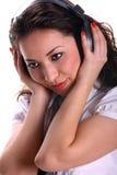 Mujer joven hermosa del asain con los auriculares Imagen de archivo libre de regalías