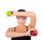 Mujer joven hermosa del deporte con la manzana roja y verde  Fotos de archivo libres de regalías