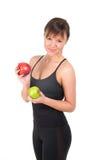 Mujer joven hermosa del deporte con la manzana roja y verde, aislada en blanco Fotos de archivo libres de regalías